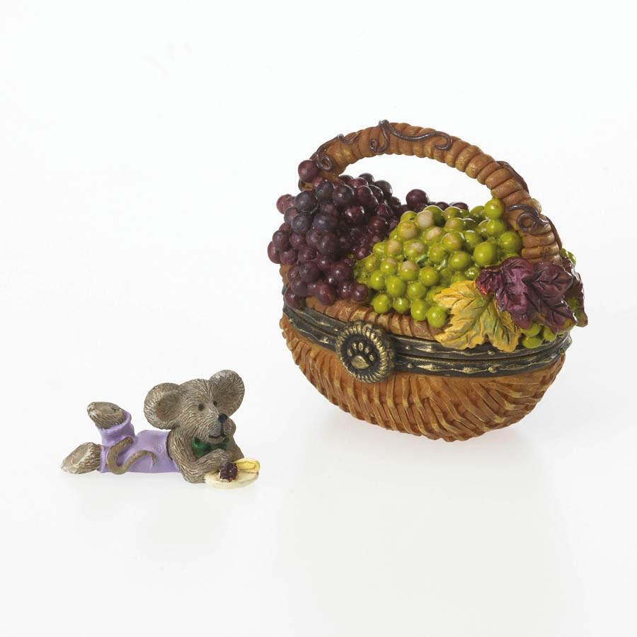 Concorde's Grape Basket with Frenchie McNibble