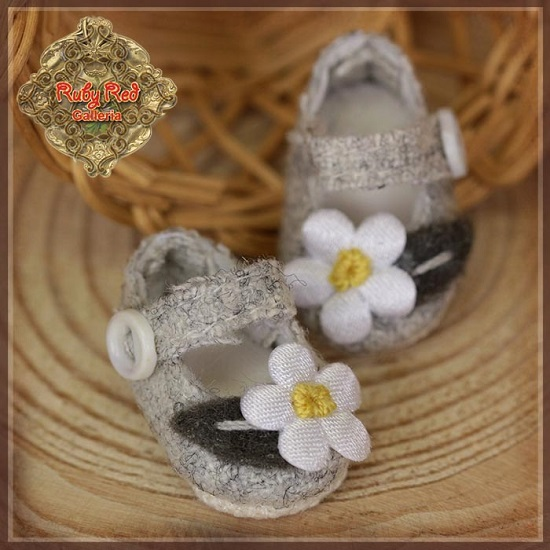 Yu Ping Grey Flower Shoes